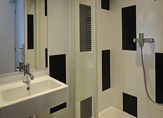 3 Ducks Hostel Bathroom