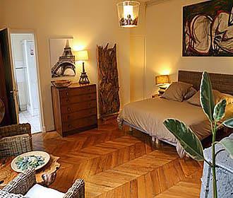 A Room in Paris Bedroom 2