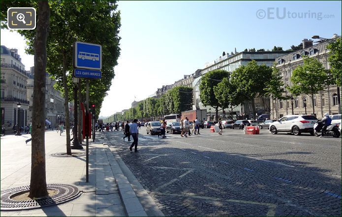 Car Rouges Stop Avenue Des Champs Elysees