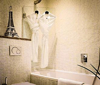 B Montmartre Bathroom