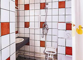 Bastille Hostel shower