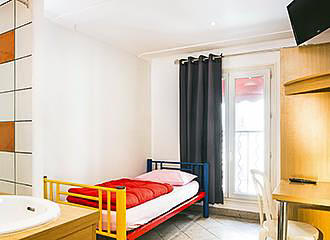 Bastille Hostel single bed
