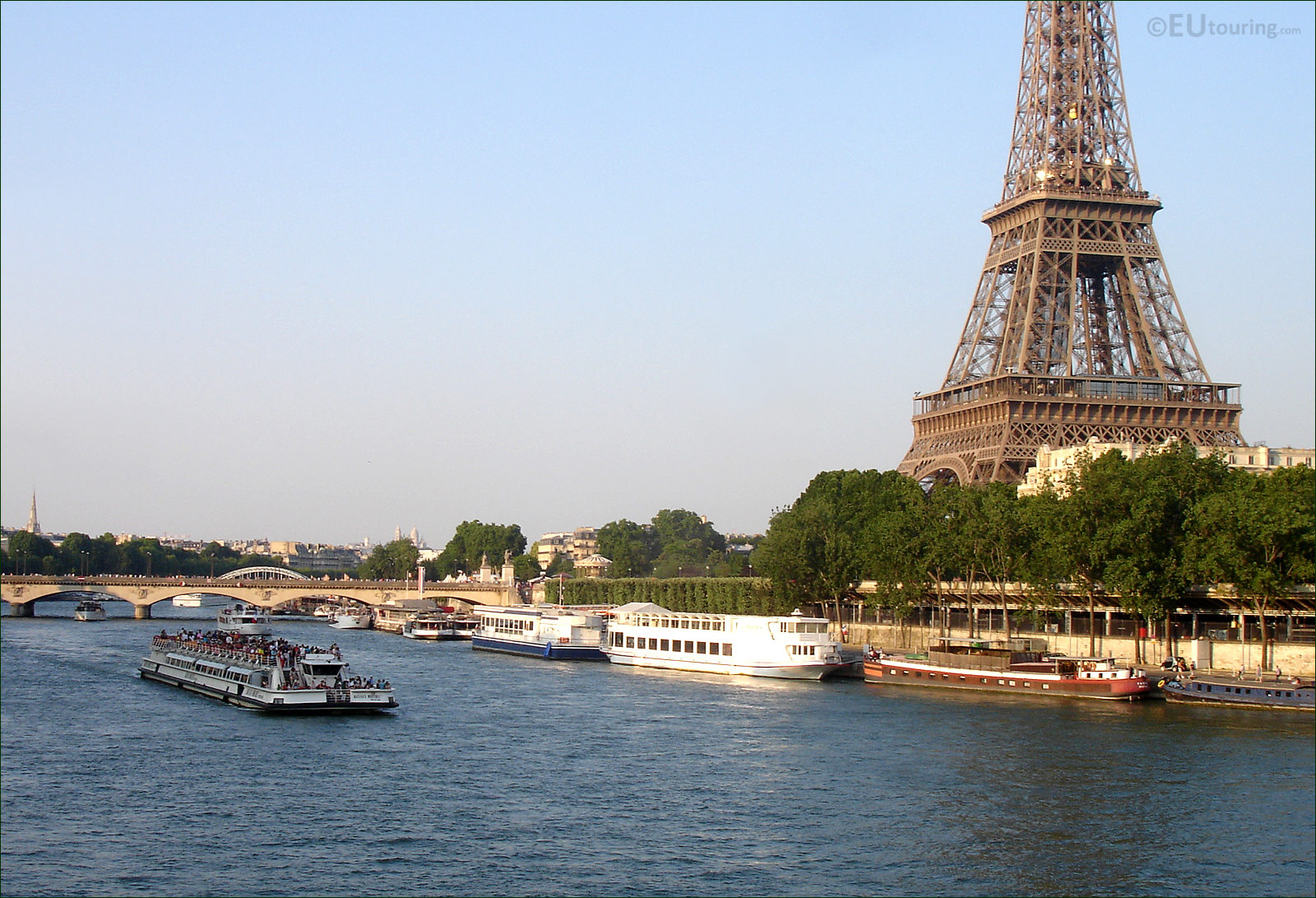 photo images of bateaux mouches cruise boats in paris image 6. Black Bedroom Furniture Sets. Home Design Ideas