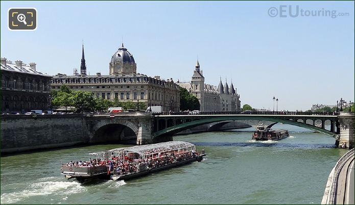 Bateaux Parisiens Boat And The Conciergerie