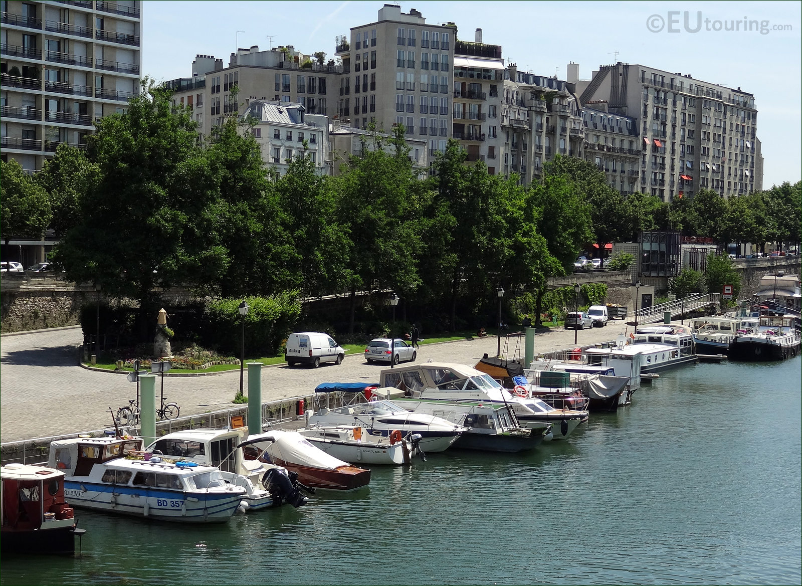 hd photographs of canal saint martin in paris france. Black Bedroom Furniture Sets. Home Design Ideas