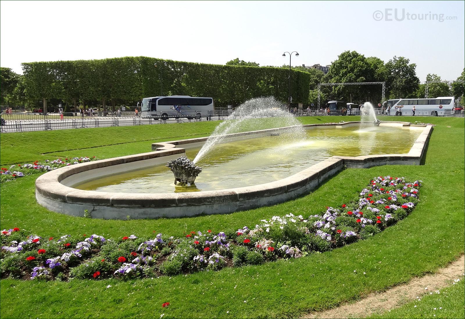 Photo Images of the Champ de Mars Park in Paris Image 6