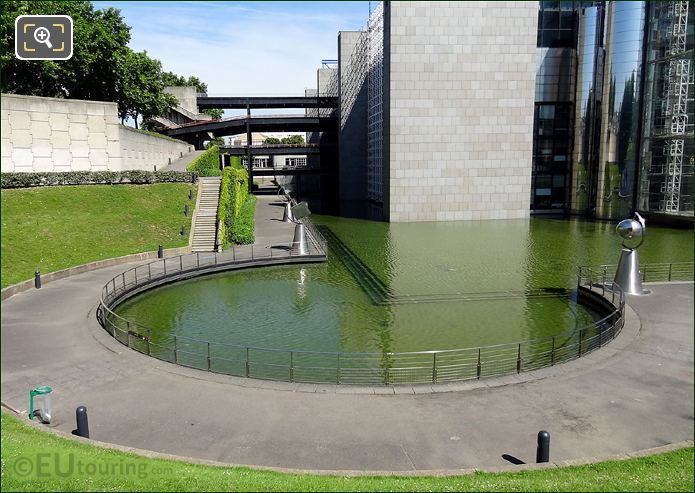 Cite des Sciences Circular Pond