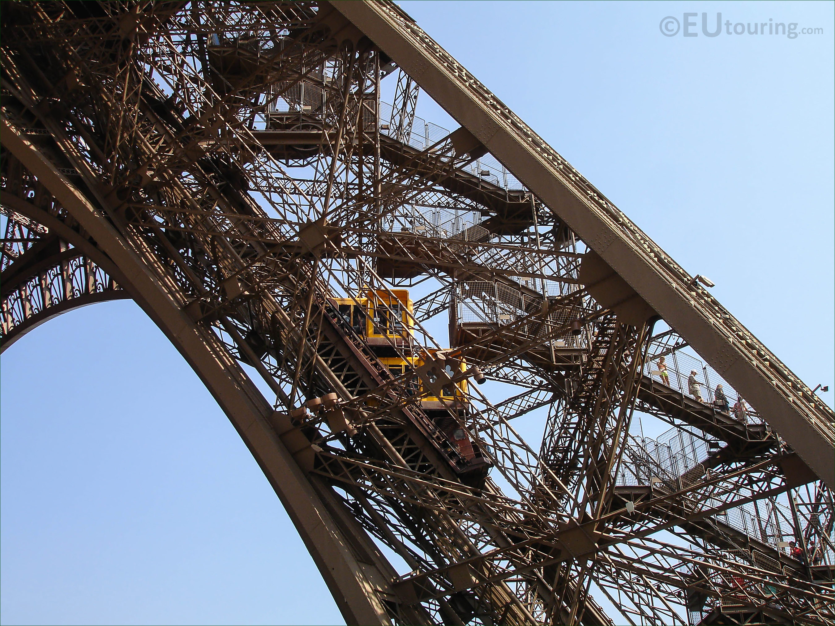 High definition photographs of the eiffel tower in paris for Stair tower