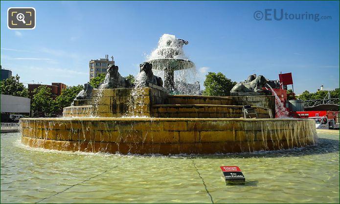 Fontaine Aux Lions De Nubie North Side