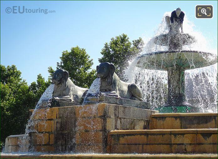 Fontaine Aux Lions De Nubie Modern Sculpture