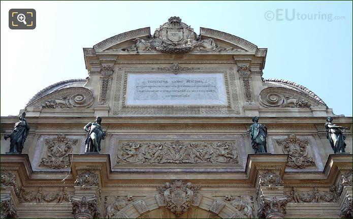 Fontaine Saint Michel Statues