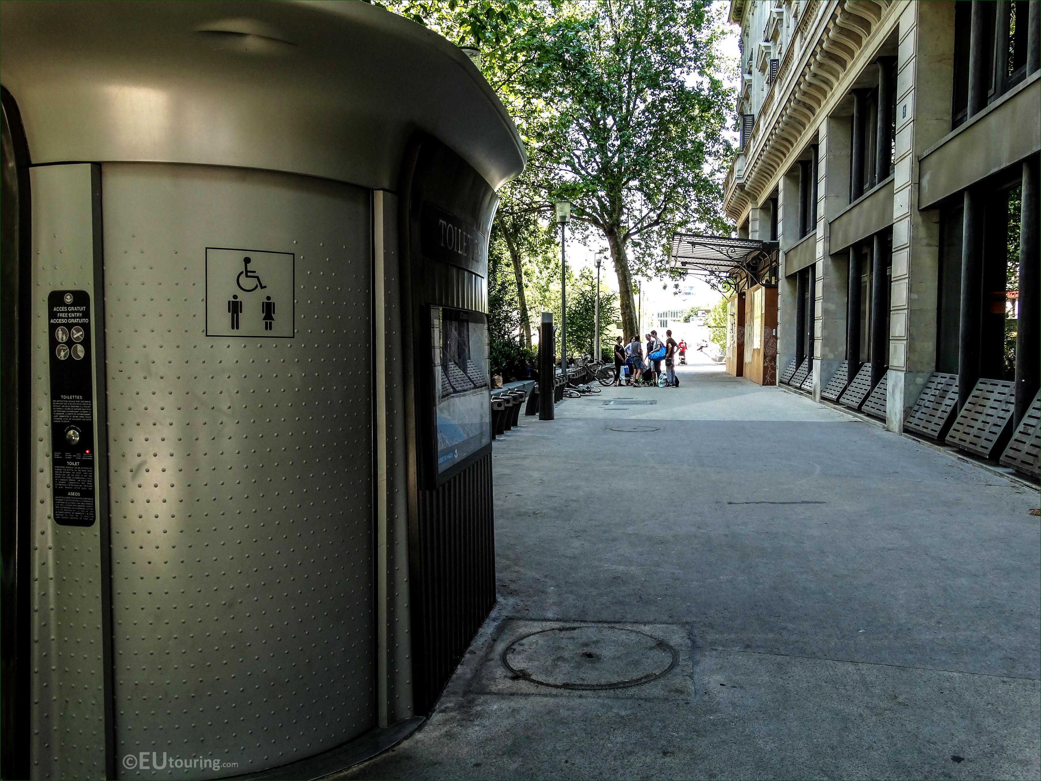 Public toilets under i site
