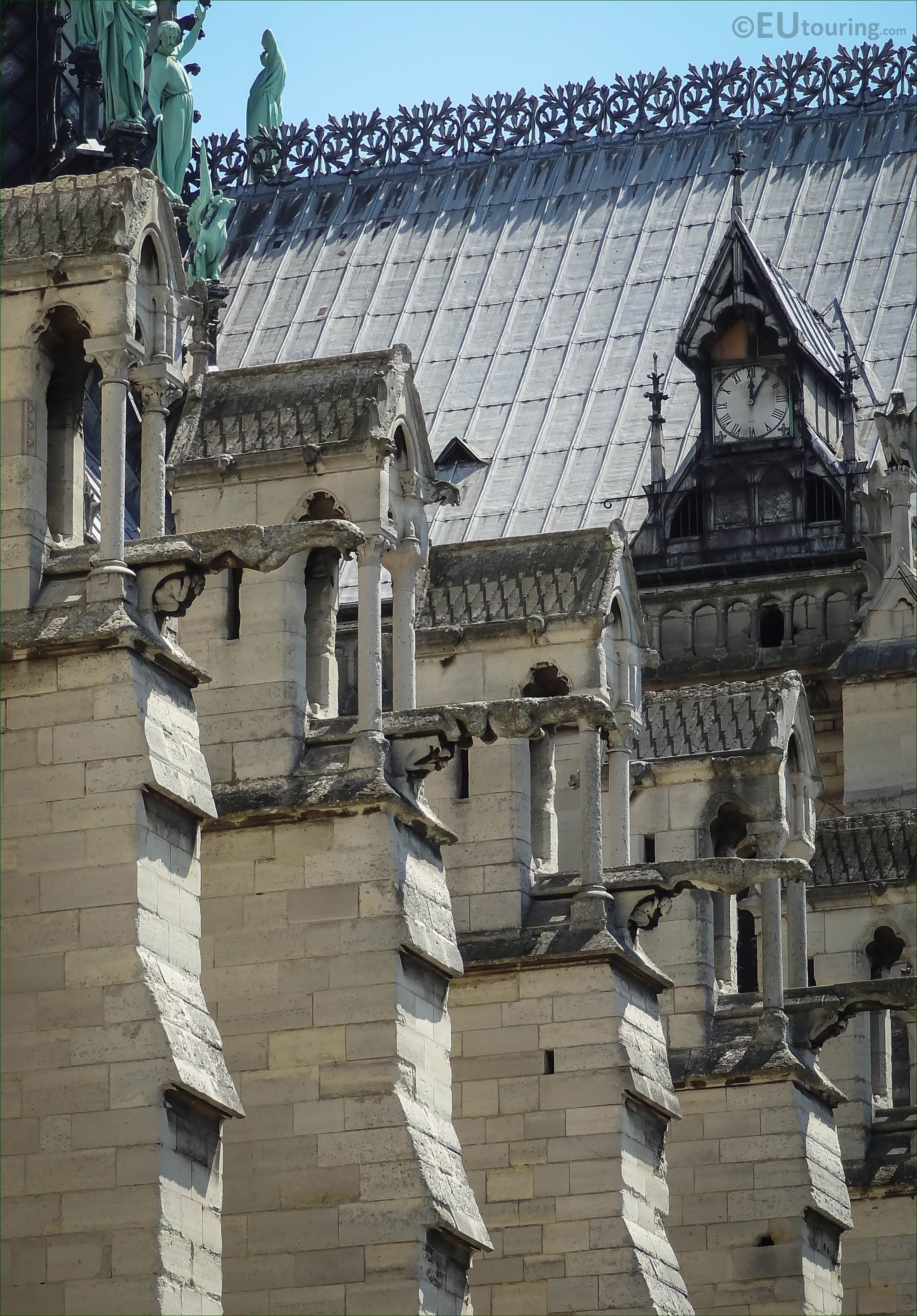 Hd Photographs Of Gargoyles On Notre Dame Cathedral In Paris