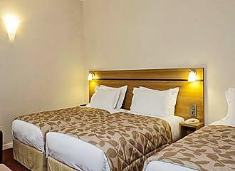 Hotel Cujas Pantheon bedroom