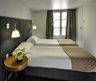 Hotel D Espagne Twin Bedroom