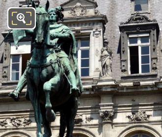 Hotel de Ville Etienne Marcel Statue