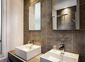 Hotel des Pavillons bathroom