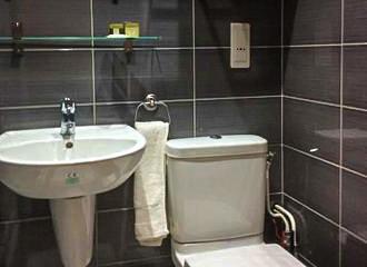 Hotel Du Quai De Seine En Suite Bathroom