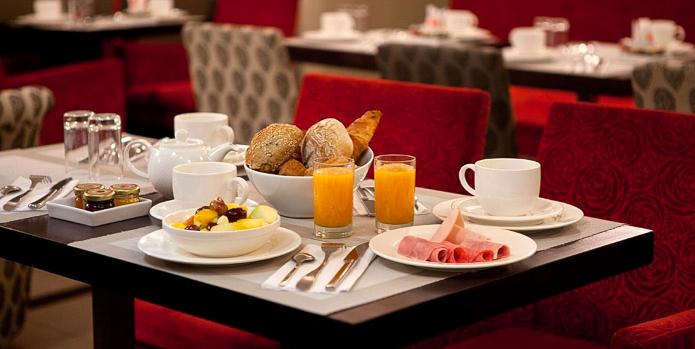 Hotel Eiffel Seine breakfast
