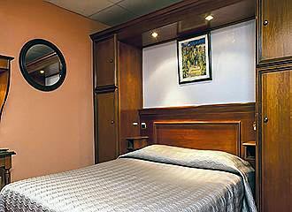 Hotel Elysee Etoile bedroom