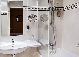 Hotel Elysee Etoile bathroom