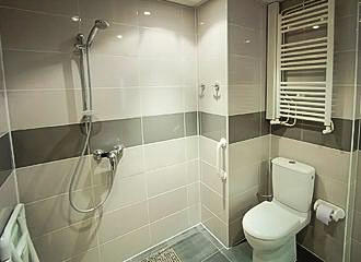 Hotel Jarry Confort Bathroom
