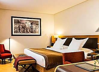 Hotel Le Six bedroom