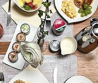 Hotel Le Six breakfast