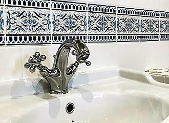 Hotel Marignan Bathroom