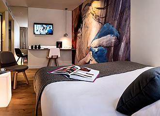 Hotel Max Bedroom