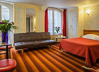 Hotel Tiquetonne Bedroom In Paris