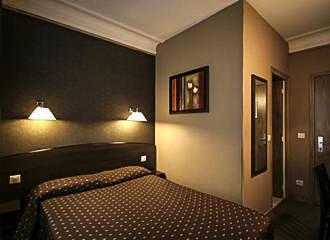 Hotel Victor Masse Bedroom