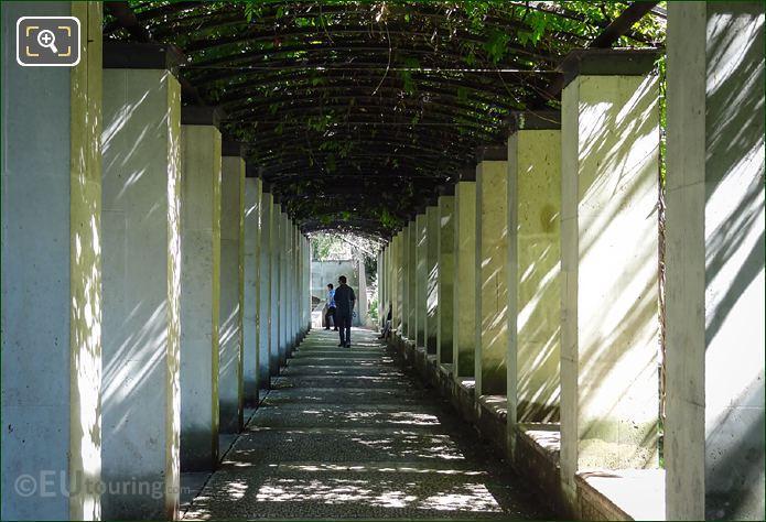 Jardin Yitzhak Rabin Coverd Walkways