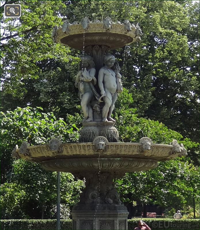 Fontaine des Quatre Saisons Jardins des Champs Elysees
