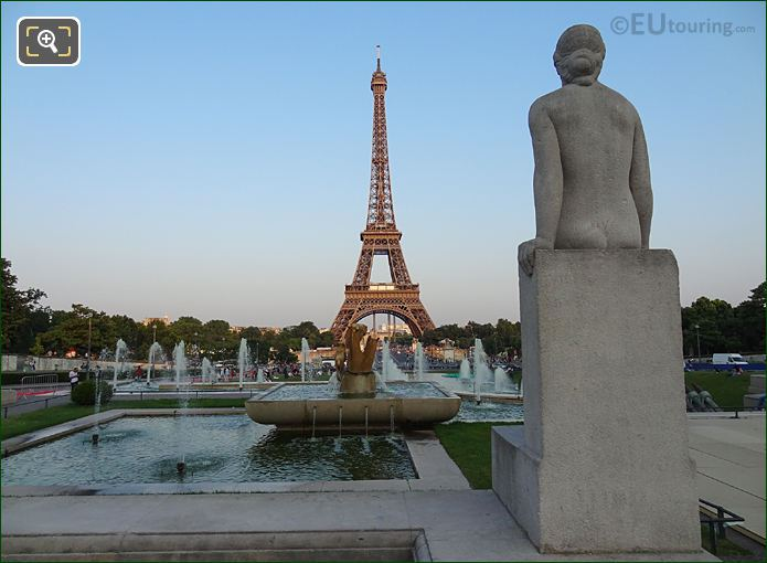 La Femme Statue With Jardins Du Trocadero Water Fountains