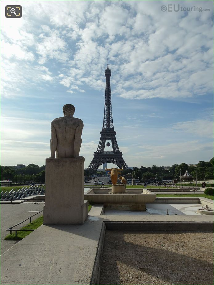 L'Homme Statue In Jardins Du Trocadero With The Eiffel Tower