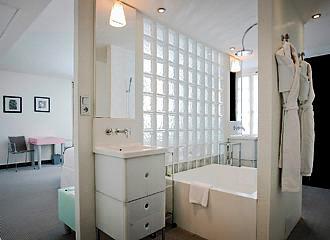 Kube Hotel Paris Bathroom