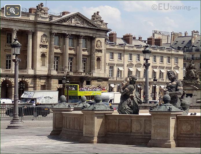 L'OpenTour Bus At Place de la Concorde