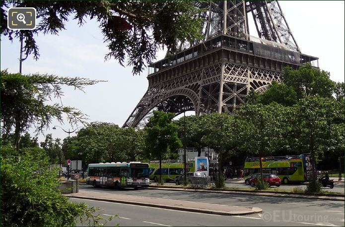 L'OpenTour Bus Stop Tour Eiffel