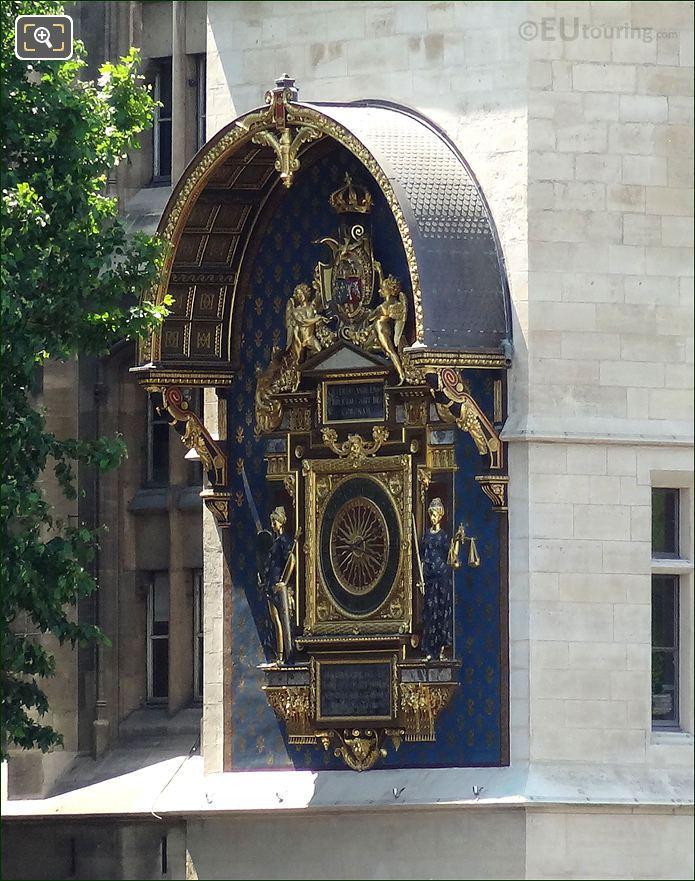 Public Clock On La Conciergerie