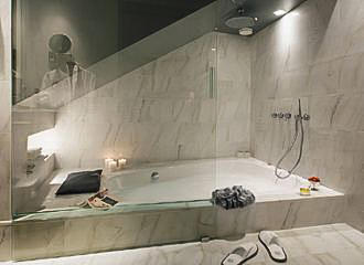 La Petite Maison En Suite Bathroom