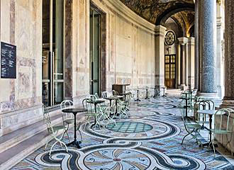 Le Jardin du Petit Palais Cafe Tables