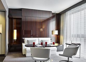 Le Meridien Etoile Suite Lounge