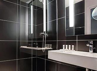 Le Meridien Etoile Bathroom