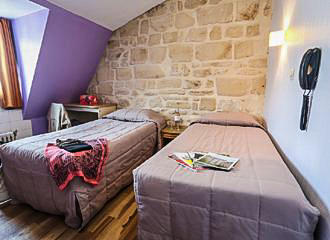 Le Montclair Hostel Twin Bedroom