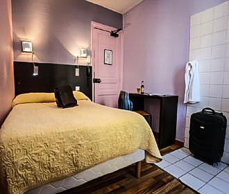 Le Montclair Hostel Double Bedroom