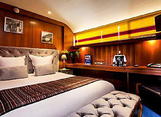 Le VIP Paris Yacht Hotel Bedroom One