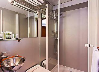 Le VIP Paris Yacht Hotel Bathroom
