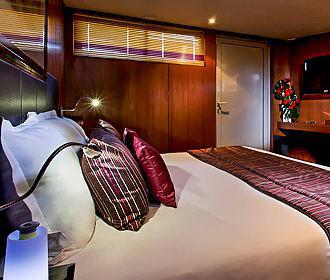 Le VIP Paris Yacht Hotel Bedroom Two