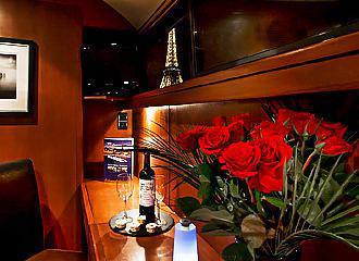 Le VIP Paris Yacht Hotel Windows